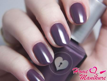 глянцевые темно-фиолетовые ногти