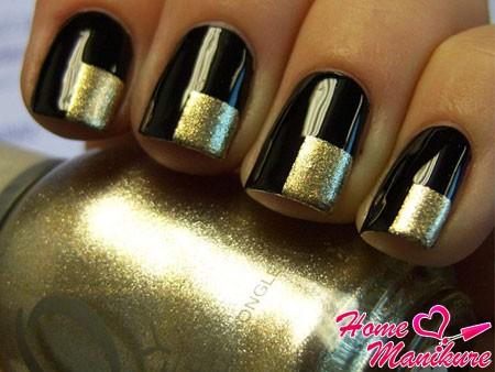 готовый золотой квадрат на каждом ногте