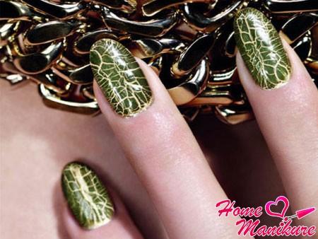 маникюр с эффектом крокодильей кожи