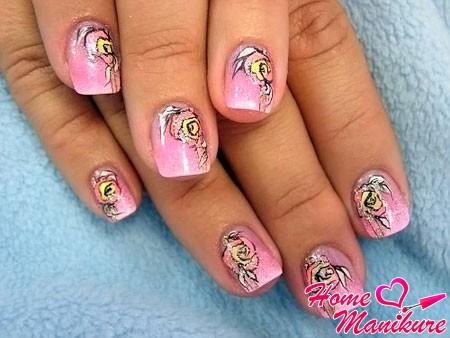 красивый цветочный рисунок на маленькие ногти