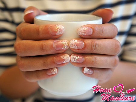beautiful manicure with lace
