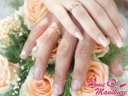 красивый свадебный нейл-арт в тон букету цветов