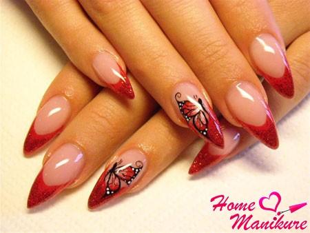 красный французский маникюр с рисунком на острых ногтях