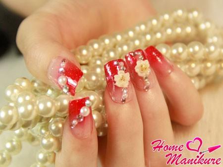 красный френч с объемным декором на ногтях