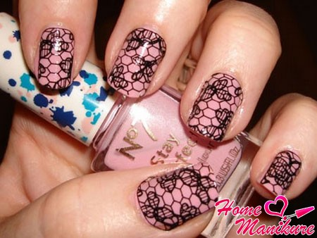 lacy pattern on pale pink nails