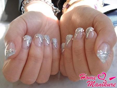 маникюр невесты с серебряным глиттером и стразами