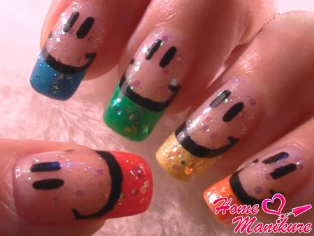 маникюр со смайликами на ногтях