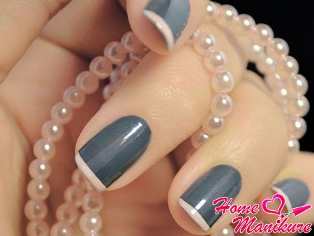 trendy color combination in the French manicure