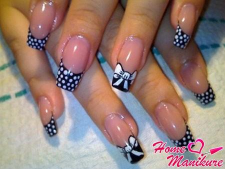 Черно белый френч на ногтях