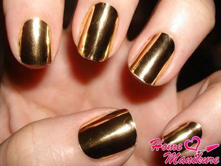 модный золотой металлик на ногтях