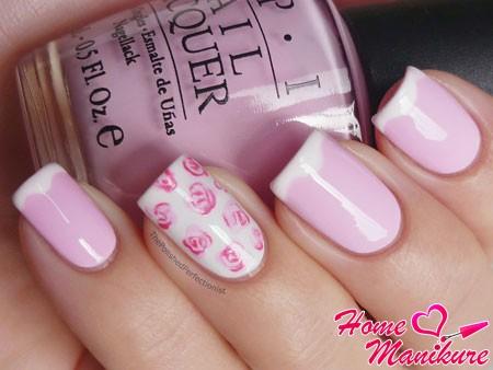 нежный розовый френч с нестандартной улыбкой