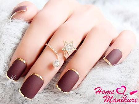 ногти с золотой окантовкой