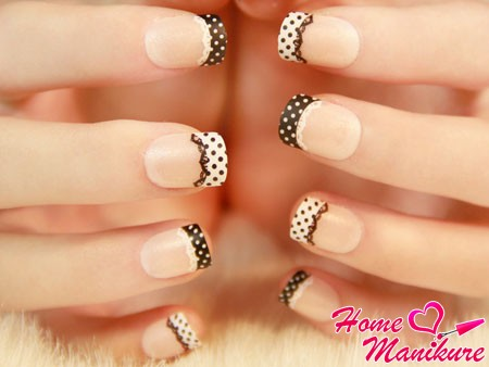 very stylish pea manicure with lace