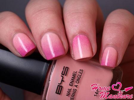 омбре маникюр в нежно-розовых тонах