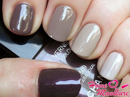 омбре на ногтях в серо-коричневых тонах