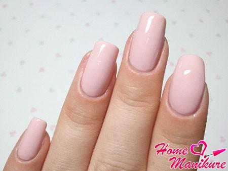 основной нежно-розовый цвет на ногтях