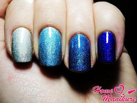 переход цвета между пальцами в омбре маникюре