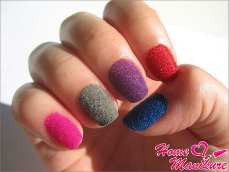 разноцветные ногти из бархата