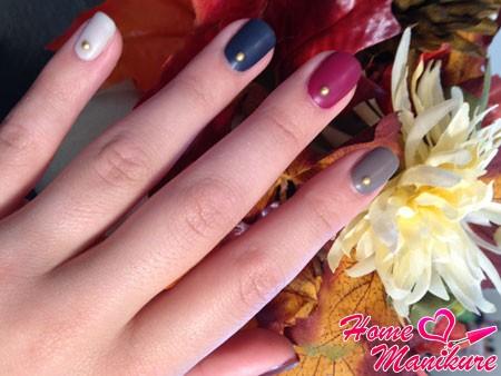 разноцветные матовые ногти