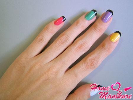 разноцветные ногти с контрастной линией улыбки
