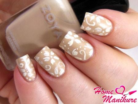 рисунок кисточкой на ногтях невесты