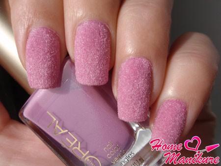 розовый бархатный маникюр