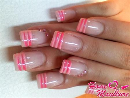 розовый французский маникюр с помощью кисточки
