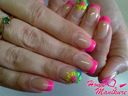 розовый френч с лепкой на безымянных пальцах