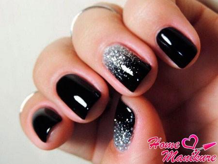 серебряный глиттер на черных ногтях