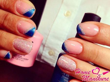 сине-розовые ногти с блестками