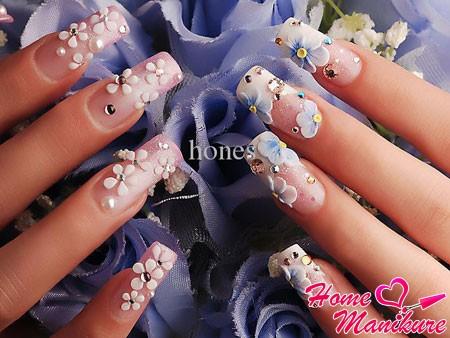 стильная цветочная лепка на длинных ногтях