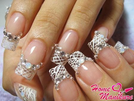 стильный свадебный френч на ногтях невесты