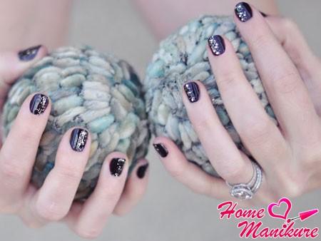 стильный вечерний маникюр на короткие ногти