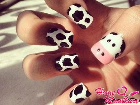 веселый маникюр с коровкой