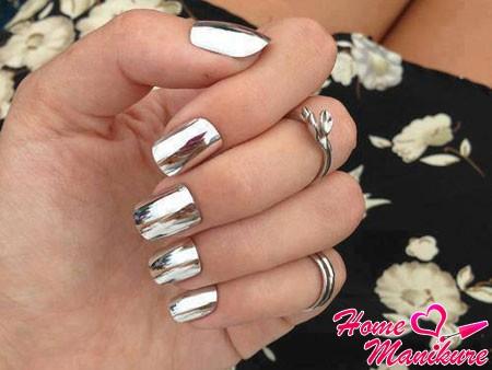 Minx manicure mirror in silver