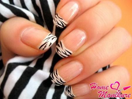 животный принт зебры на ногтях френч