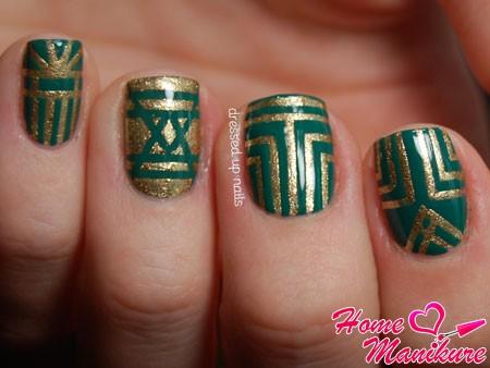 золотой рисунок на зеленых ногтях