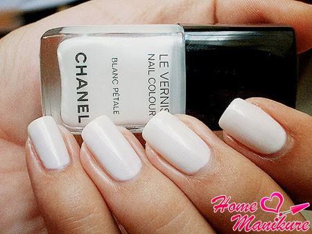 белый лак для ногтей chanel