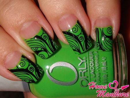 черно-зеленый витиеватый нейл-арт