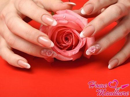 цветочная лепнина на безымянных пальцах