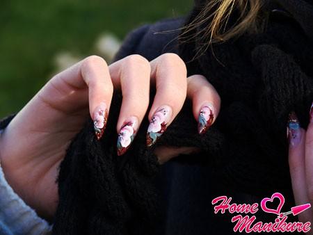 Цветочные шедевры на ногтях настоящей леди