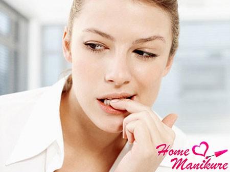Как побороть привычку грызть ногти?