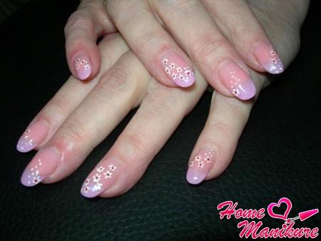 элегантный цветочный нейл-арт для овальных ногтей