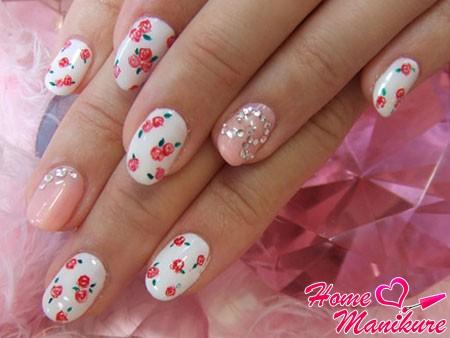 элегантный и скромный дизайн ногтей с цветами