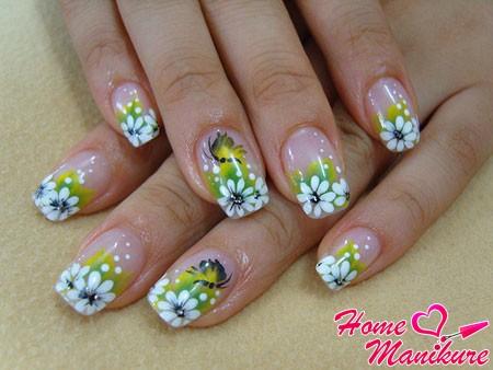 интересный флористический дизайн ногтей