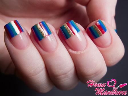интересный полосатый френч на ногтях
