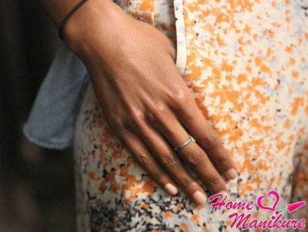 красивый цвет ногтей в максимально естественном стиле