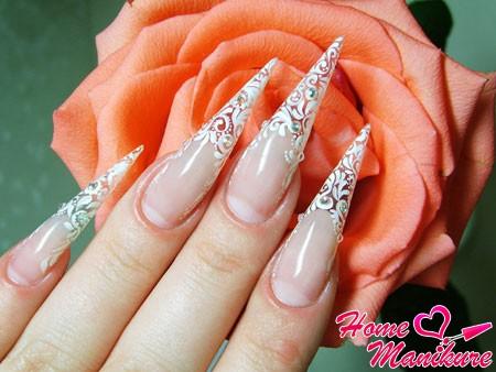 красивый рисунок на ногтях в форме пики