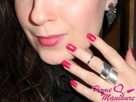 модный в 2014 году винный оттенок на ногтях