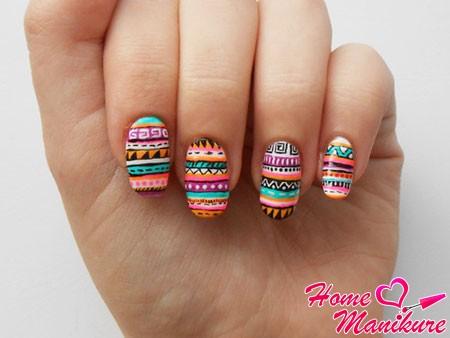Абстрактные рисунки на ногтях
